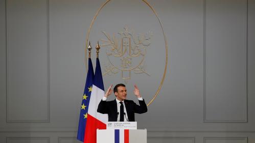 Handicap: Emmanuel Macron promet l'embauche de 11500accompagnants scolaires d'ici 2022