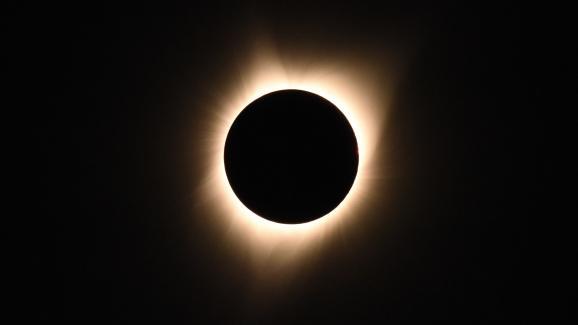 La couronne solaire visible depuis l\'Oregon (Etats-Unis) lors d\'une éclipse totale de soleil, le 21 août 2017.