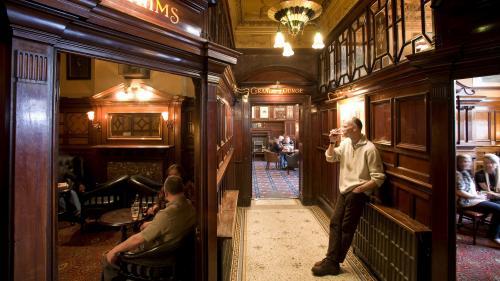 A Liverpool, le pub des Beatles, le Philharmonic Dining Rooms, classé monument historique de premier plan