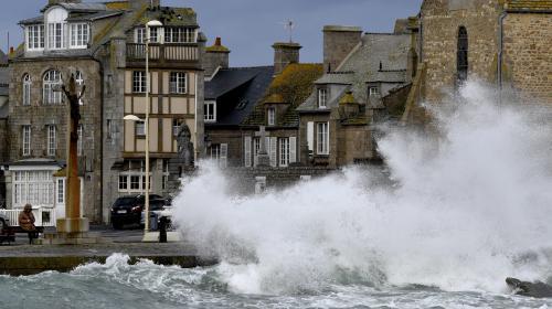 Quatre départements du littoral du nord de la France placés en vigilance orange à partir de jeudi matin, pour des vents violents et de fortes vagues