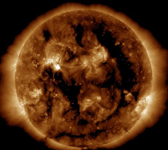 Image du Soleil, rassemblant plusieurs clichés pris par la sondeSolar Dynamic Observatory\'s Atomospheric, publiée par la Nasa le 9 mai 2012.