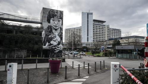 Epidémie de coronavirus : le premier malade diagnostiqué en France affirme être guéri et sorti de l'hôpital