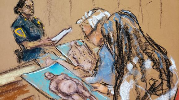 Les procureurs ont montré aux jurés des phtotos d\'Harvey Weinstein nu, lors de son procès à New York, le 4 février 2020.