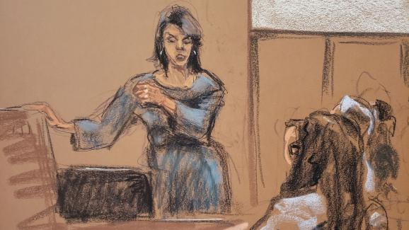 L\'actrice Annabella Sciorra mime les gestes de l\'agression qu\'elle dit avoir subie, au procès d\'Harvey Weinstein, à New York, le 23 janvier 2020.