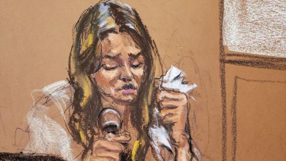 Mimi Haleyi, l\'une des deux plaignantes au procès Weinstein, témoigne lors du procès de l\'ancien producteur à New York, le 27 janvier 2020.