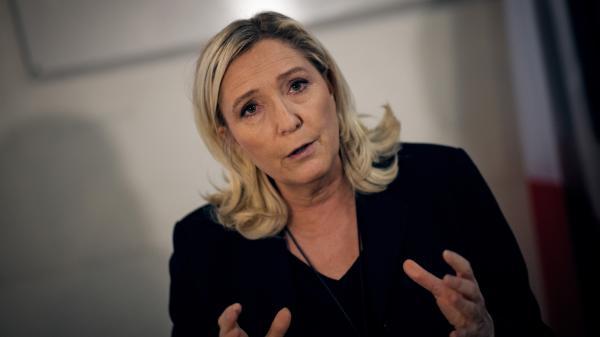 """Coronavirus : Marine Le Pen estime que """"le gouvernement a menti sur le niveau de préparation du pays"""""""