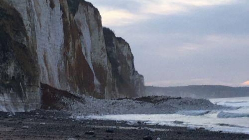 Seine-Maritime : un pan de falaise s'éboule sur la plage à Dieppe