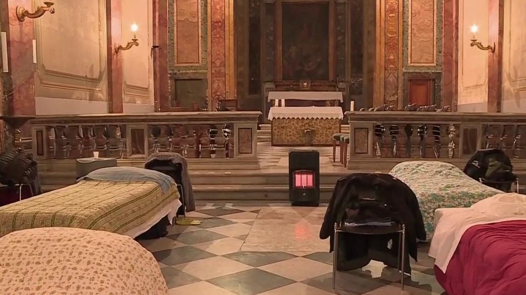 Pape François : des SDF sous les ors du Vatican