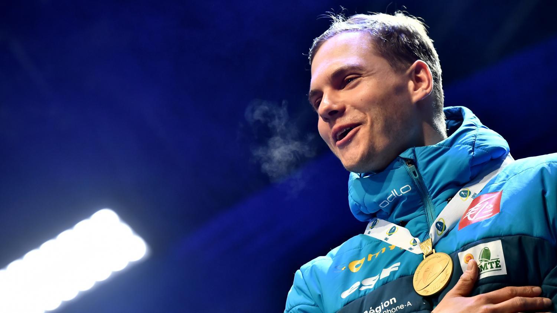"""""""Bourré de qualités"""", """"drôle"""" et """"cycliste raté"""" : qui est Émilien Jacquelin, le champion du monde de poursuite en biathlon"""