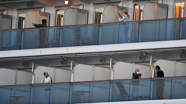 """DIRECT. Covid-19 : un troisième Français testé positif au nouveau coronavirus à bord du """"Diamond Princess"""", annonce le ministre de la Santé"""