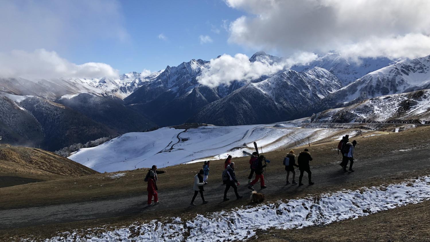 """""""Le bilan carbone de la France ne se joue pas ici"""" : la station de ski de Superbagnères dépassée par la polémique de la neige livrée par hélicoptère"""