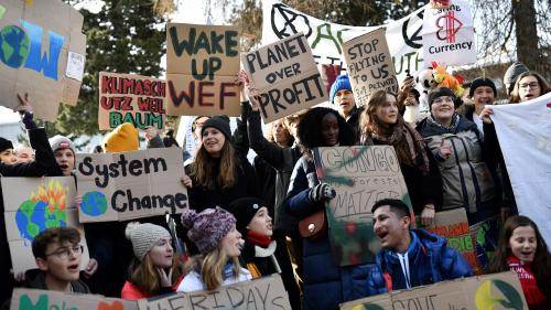 Climat, pollution, malbouffe... La santé des enfants est menacée partout dans le monde, alerte l'ONU