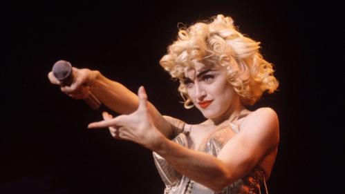 Crucifixion, masturbation et lancer de culotte : Madonna en douze coups d'éclat scéniques
