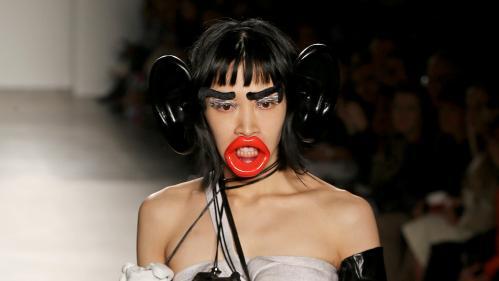 Lèvres rouges et oreilles géantes : l'école Fashion Institute of Technology de New York s'excuse pour un défilé de mode jugé raciste