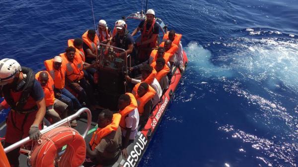 Migrants en Méditerranée : l'Europe, divisée, regarde ailleurs