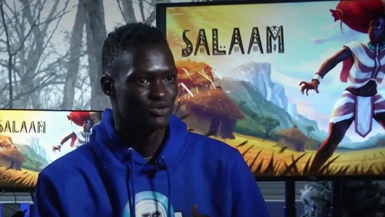 """Lual Mayen, le jeune Soudanais qui cartonne avec son jeu vidéo """"Salaam"""" qui vous plonge dans le quotidien d'un réfugié"""