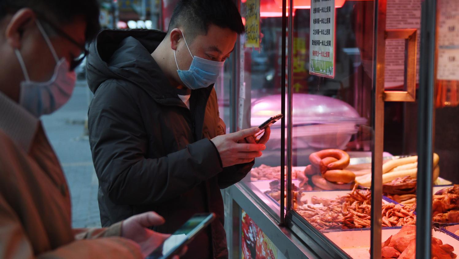 """""""Mon chiffre d'affaires est diminué de 84%"""" : les petites entreprises françaises en Chine menacées par le Covid-19"""