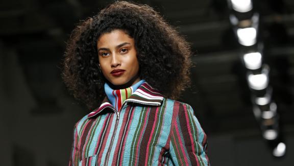 DéfiléKenneth Ize pap féminin automne-hiver 2020-21 à la Paris Fashion Week, le 24 févier 2020