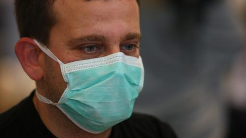 """Covid-19 : la production de masques """"a explosé"""", témoigne un directeur d'usine"""