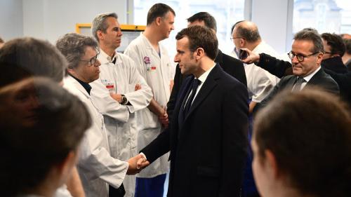 Covid-19 : Emmanuel Macron en visite à la Pitié-Salpêtrière
