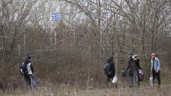 VIDEO. Des migrants se pressent vers la Grèce après l'ouverture de la frontière par la Turquie