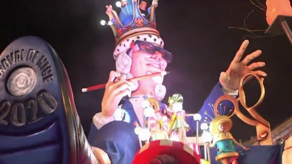 """Le carnaval de Nice a été en partie maintenu. Seule la dernière journée, le 29 février, a été annulée \""""par précaution\"""", selon le maire, alors quel\'un des foyers du coronavirus se trouveen Italie du Nord."""