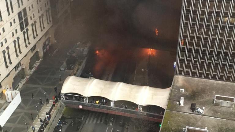 """Incendies à la gare de Lyon : """"La ville portera plainte contre les gens, les organisations qui se mobilisent ainsi"""", affirme Emmanuel Grégoire"""