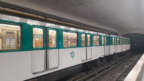 Paris : un homme est mort écrasé par le métro jeudi soir après être tombé sur les rails