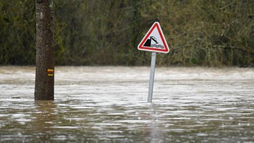Météo France place cinq départements en vigilance orange pour des risques de crues et d'inondations
