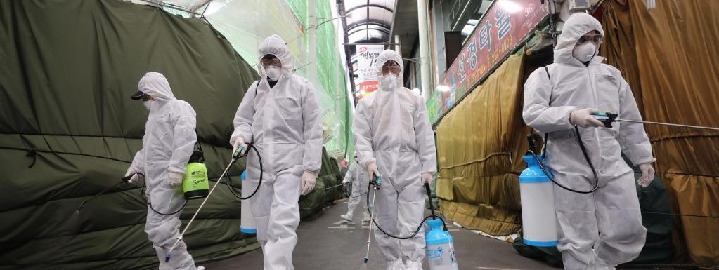 Par  désinfection de l'opération  & # 39; s marché de la ville sud-coréenne de Daegu, l'objectif principal Covid-19 en Corée du Sud le 23 Février, à 2020.