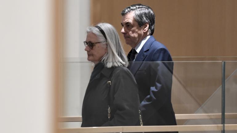 Penelope et François Fillon arrivent au tribunal de grande instance de Paris, le 27 février 2020.