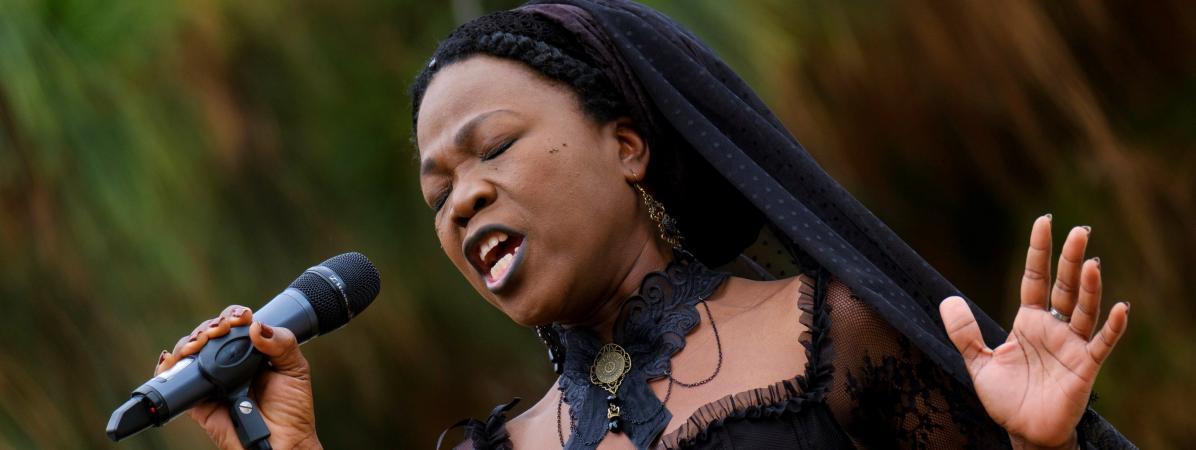 "Moonlight Benjamin, prêtresse du blues-rock vaudou, de retour avec l'album ""Simido"""