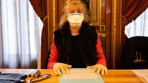 EN IMAGES. Masques, gel hydroalcoolique et paire de gants... Comment le coronavirus a contaminé le premier tour des municipales