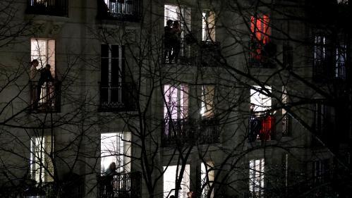 """""""Ça fait vraiment chaud au coeur... On se rend compte que tout le monde pense à nous"""" : les soignants touchés par les applaudissements des Français"""