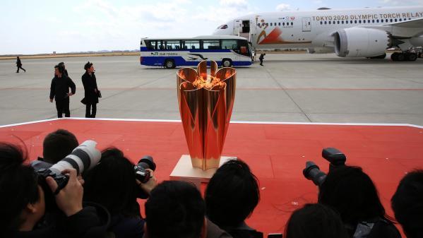 Tokyo 2020 : la flamme olympique arrive au Japon, malgré des incertitudes sur la tenue des JO
