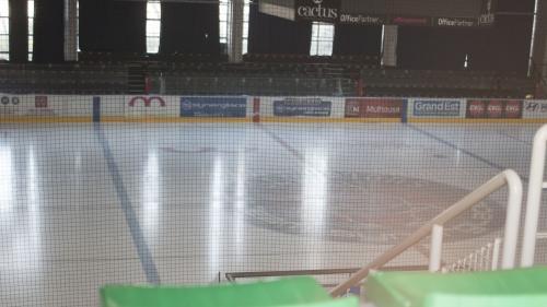 Epidémie de coronavirus : non, la patinoire de Mulhouse n'a pas été transformée en morgue