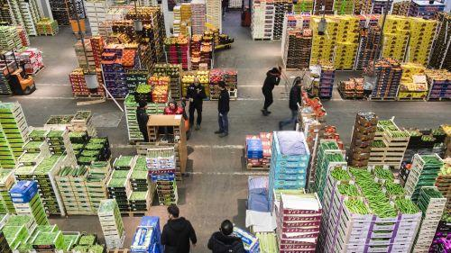 Rungis, le plus grand marché alimentaire d'Europe, cherche à s'adapter à l'alimentation de confinement
