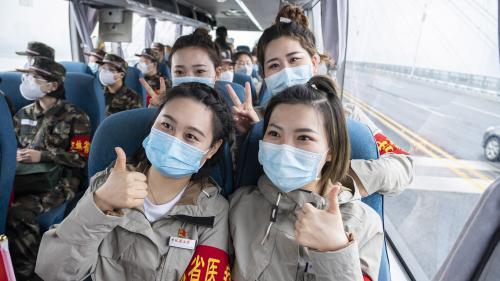 """""""Nous devons faire comme les Chinois, un arrêt complet du pays"""" : un médecin français expatrié à Wuhan juge insuffisantes les mesures prises en France"""