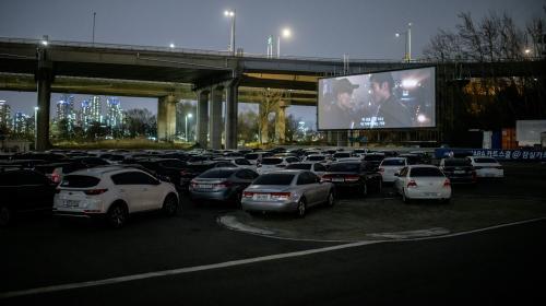 Coronavirus : en Corée du Sud, le succès du cinéma en plein air