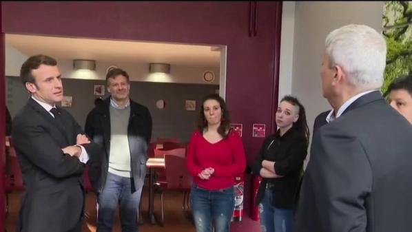 """Coronavirus : """"Il y a une mobilisation extraordinaire de la Nation"""", déclare Emmanuel Macron, en déplacement dans un centre d'hébergement pour sans-abri"""