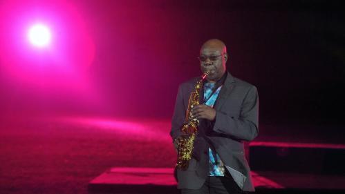 Mort de Manu Dibango : plusieurs personnalités rendent hommage au saxophoniste