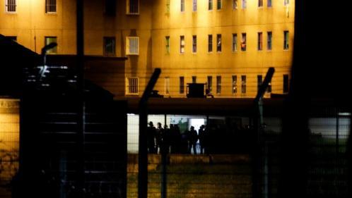 """""""Tant qu'on n'aura pas les conditions sanitaires adéquates, on se rebellera"""" : les prisons françaises sous la pression du coronavirus"""