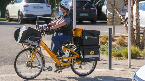 """Coronavirus : La Poste réduit sa distribution du courrier pour """"protéger la santé"""" de son personnel"""