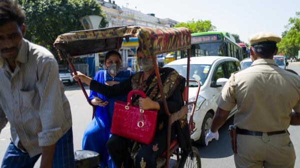En Inde, la difficile application des mesures de confinement et de couvre-feu contre l'épidémie de coronavirus