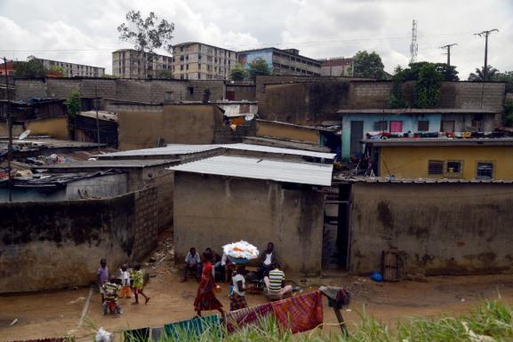 Zone d\'habitation à Abidjan. Photo prise le 20 mai 2015.