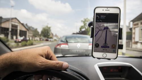 Coronavirus : l'application Waze a supprimé le signalement des contrôles de police pour favoriser le respect des mesures de confinement