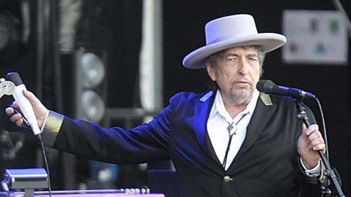 """Bob Dylan publie par surprise un nouveau titre long de 17 minutes, """"Murder Most Foul"""""""