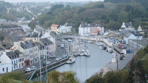 """Coronavirus : """"Une trentaine"""" de cas suspects """"dont deux avérés"""" à Belle-Île-en-Mer (Morbihan), selon le président de la communauté de communes"""