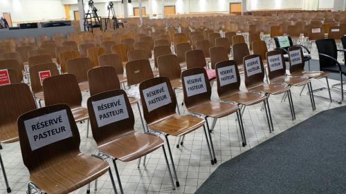 """ENQUETE FRANCEINFO. """"La majorité des personnes étaient contaminées"""" : de la Corse à l'outre-mer, comment le rassemblement évangélique de Mulhouse a diffusé le coronavirus dans toute la France"""