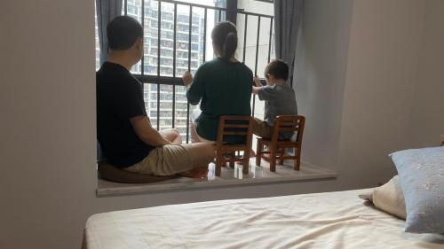 """""""Une alarme se déclenchait si je franchissais ma porte"""" : Yan, touchée par le coronavirus en Chine, raconte sa maladie et son confinement"""